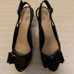 🌟VINCE CAMUTO peep toe patent leather heels NEW